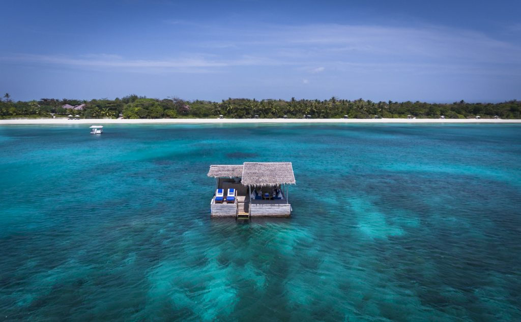 Amanpulo_Floating_Bar-1024x633