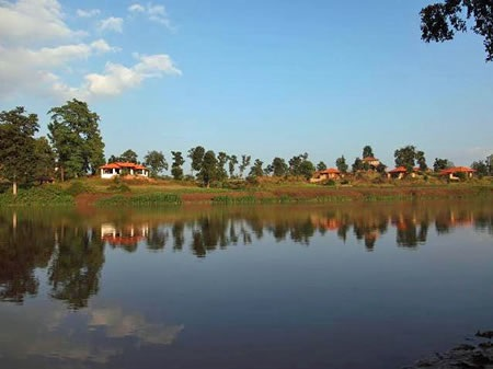 Flame-of-the-Forest-Safari-Lodge-Kanha-National-Park-North-India